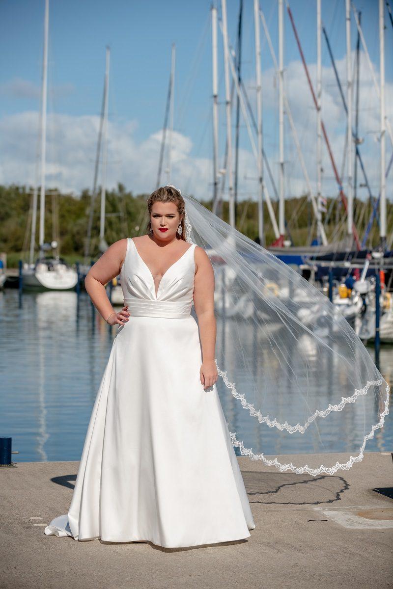 Bruidsjurk Bridal Star Ginger diep decolleté
