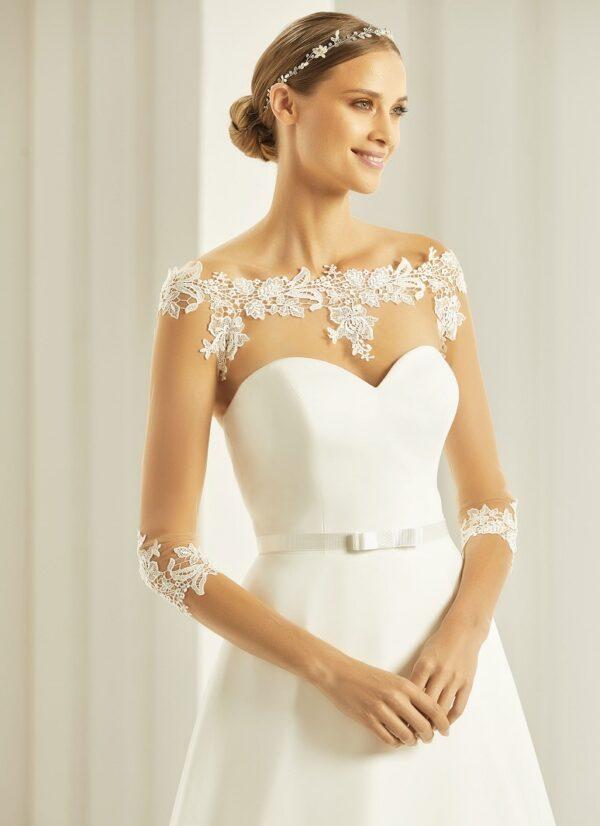 Bianco Evento bolero voor over je trouwjurk. Transparant met kanten randen en driekwart mouwen.