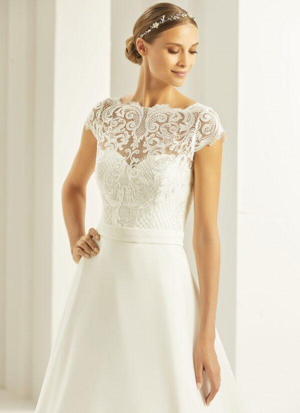 Bolero voor over een bruidsjurk van het merk Bianco Evento.