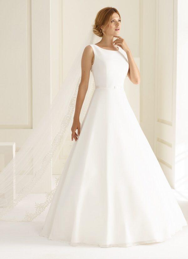 Bruidsjurk Bianco Evento Imperia met schouderbandjes en hooggesloten halslijn