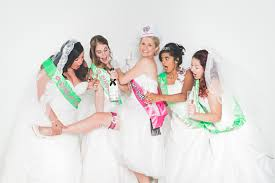 Bruidsjurken Passen Voor De Lol Hartenvrouw Bruidsmode In
