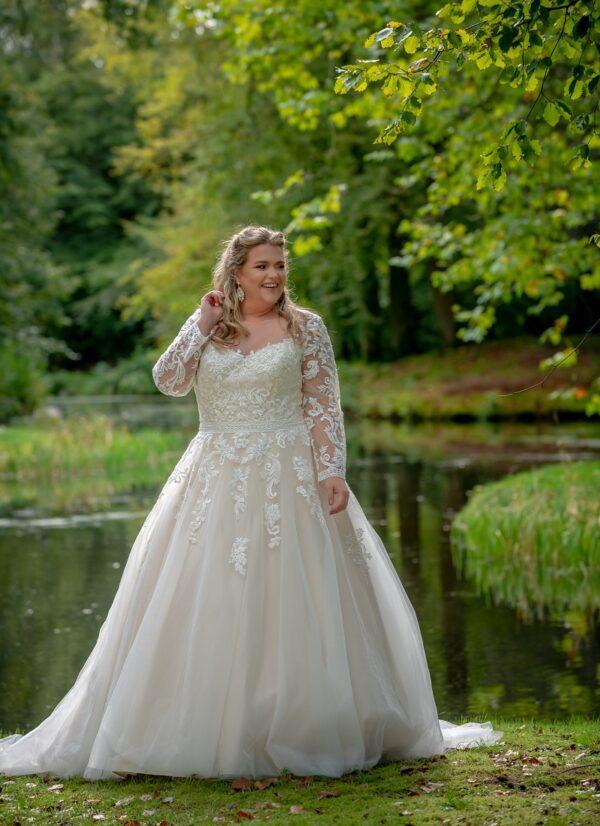 Bruidsjurk Bridal Star Grateful lange mouw voorkant