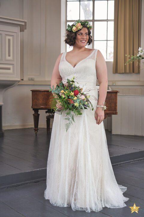grote maat trouwjurk met sweetheart neklijn en kanten bandjes